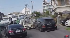 Kansai Shorty- Tow Truck Ruins a Car
