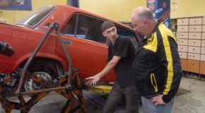 This Mechanic Replaced The Wheels With Legs On A Car!