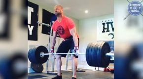 Compilation Of People Passing Out While Deadlifting!