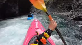 Kayakers Go Through The Extremely Narrow Rio Claro River!